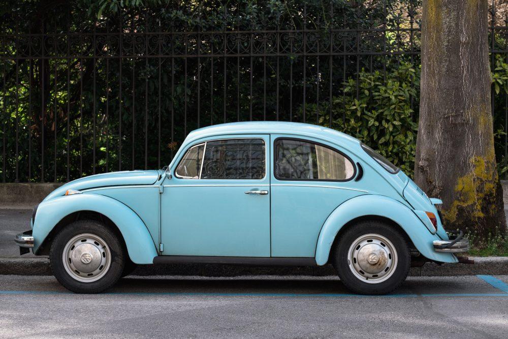Hellblauer VW Käfer